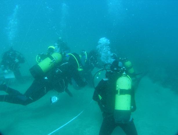 Momento en el que se procede a asignar los rumbos a cada equipo. Fotografía de Juan M. Ruiz, del Instituto Español de Oceanografía (IEO). Cedida por el autor para este artículo.