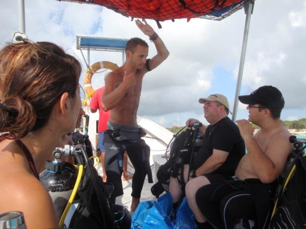 Adri nos informa sobre la inmersión que vamos a realizar-